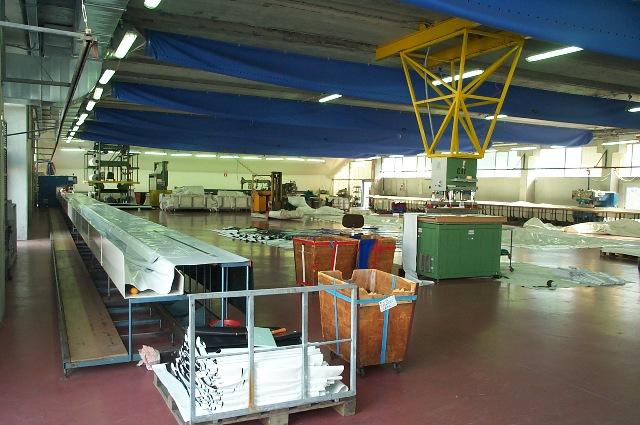 O delicado processo de corte e solda HF do PVC